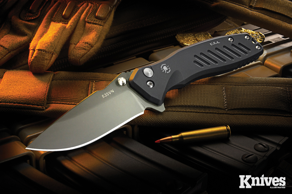 Spartan Blades' Pallas is a button-lock, thumb-stud flipper. It features a 6061 aerospace aluminum frame. The hardware is stainless steel.