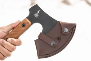 The TOPS High Impact comes with a quality leather sheath.