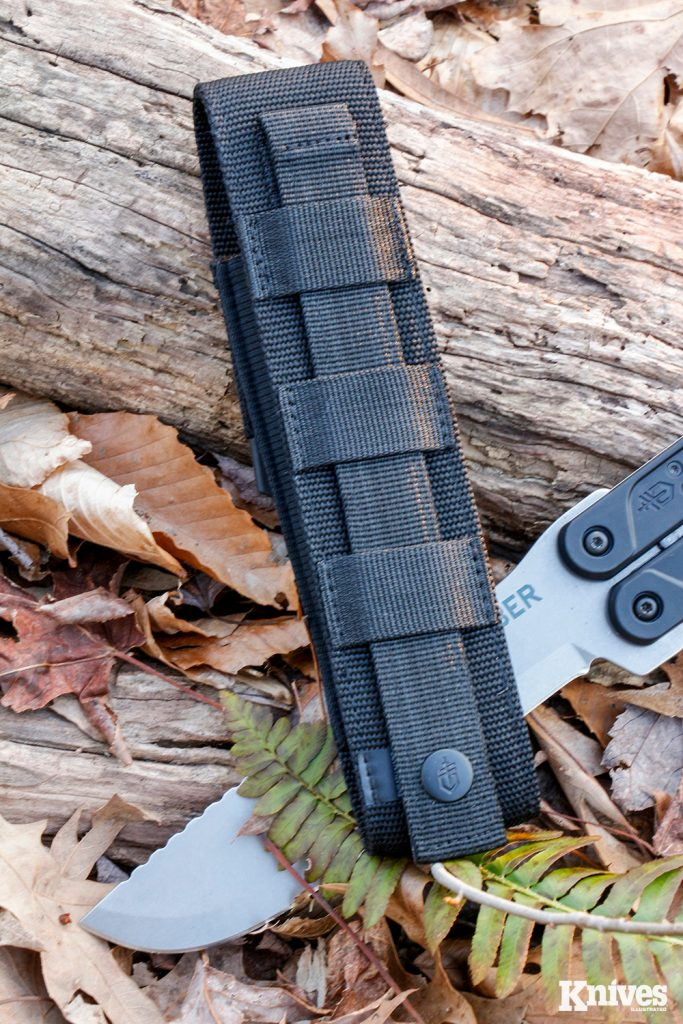 The nylon sheath provided with the Doubledown features MOLLE attachment points on the back side