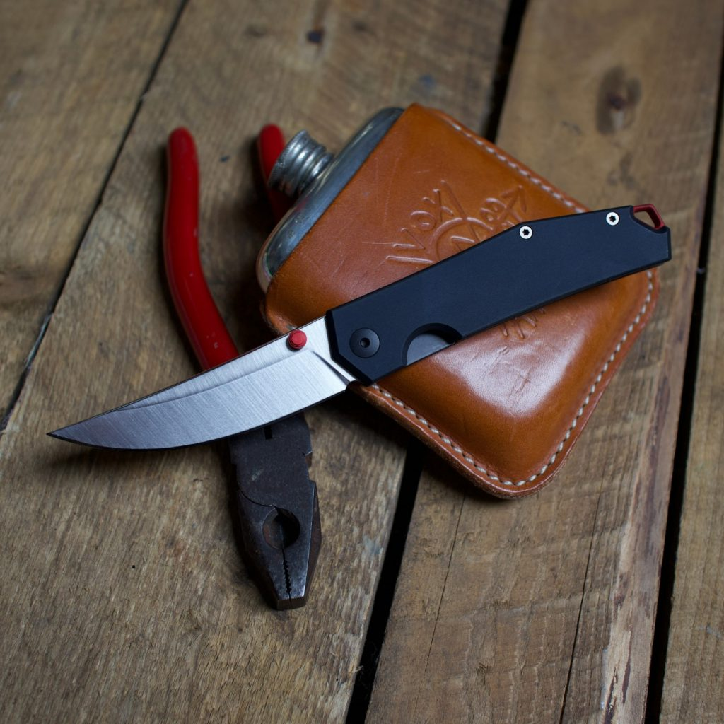 The ACE Clyde is a liner lock with a 3-inch blade of N690 steel.